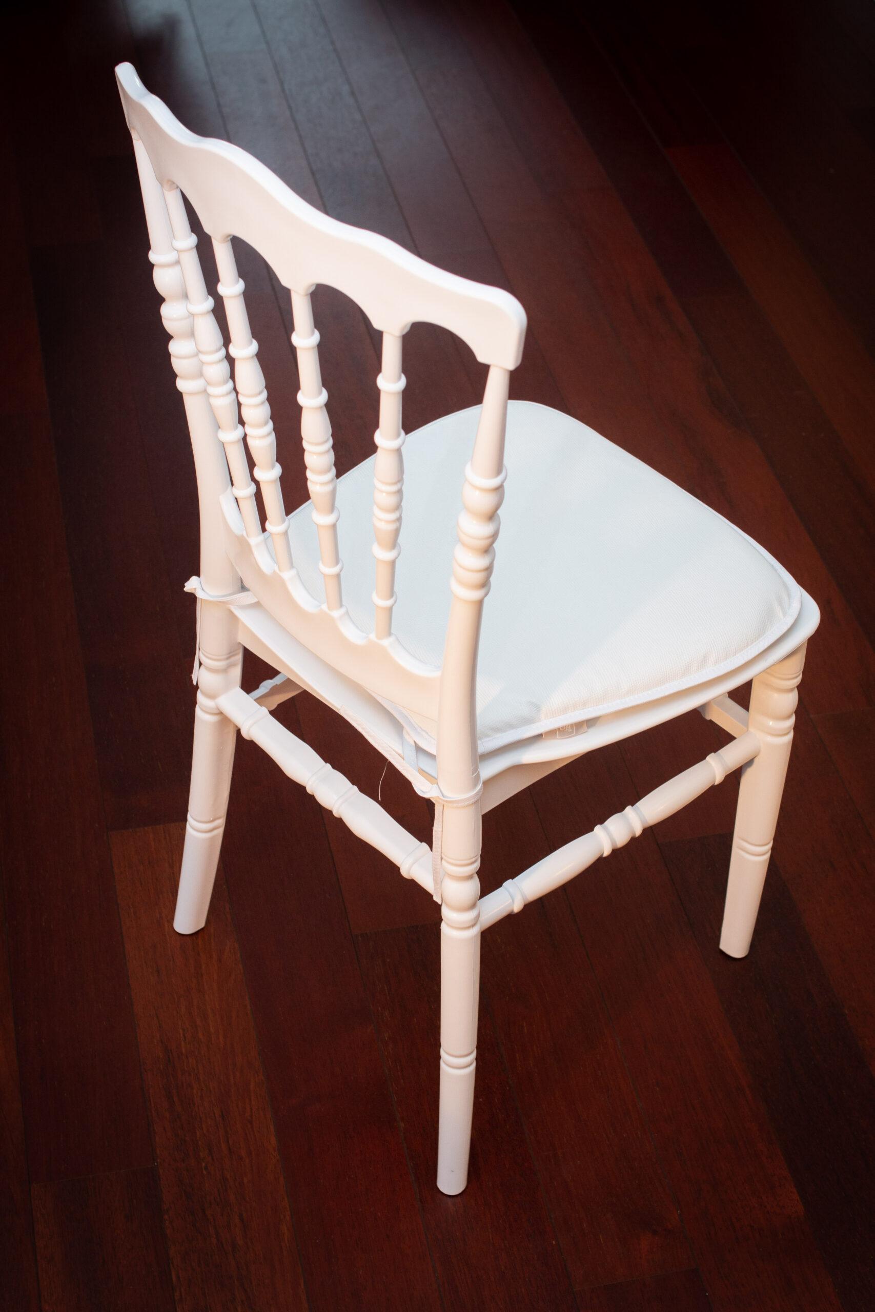 chaise napoléon dos sur parquet