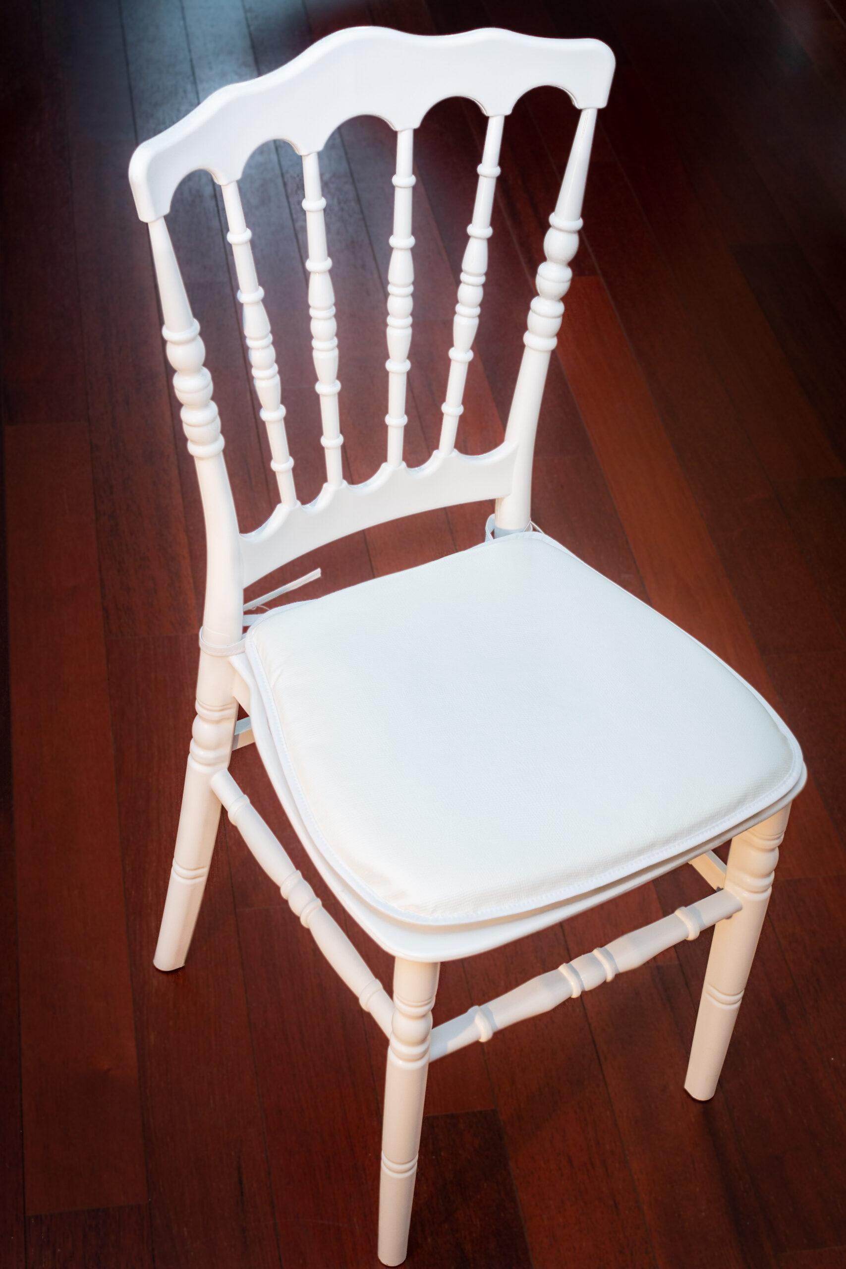 chaise napoléon face sur parquet