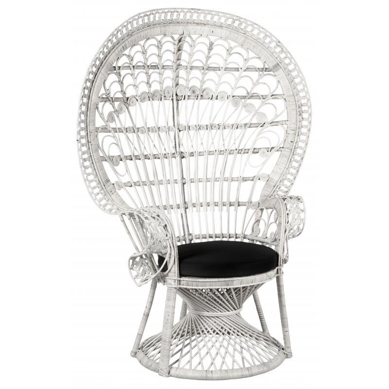 Coin des mariés avec fauteuil en rotin Emmanuelle Blanc
